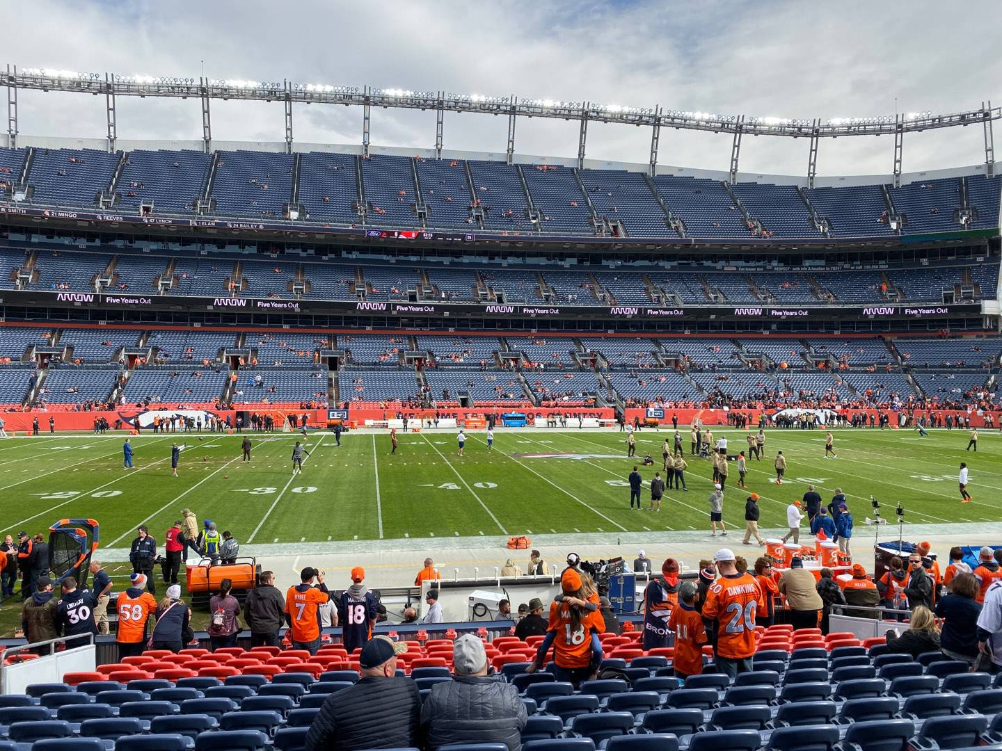Empower Field at Mile High Stadium Section 106 Rangée 16 Siège 14