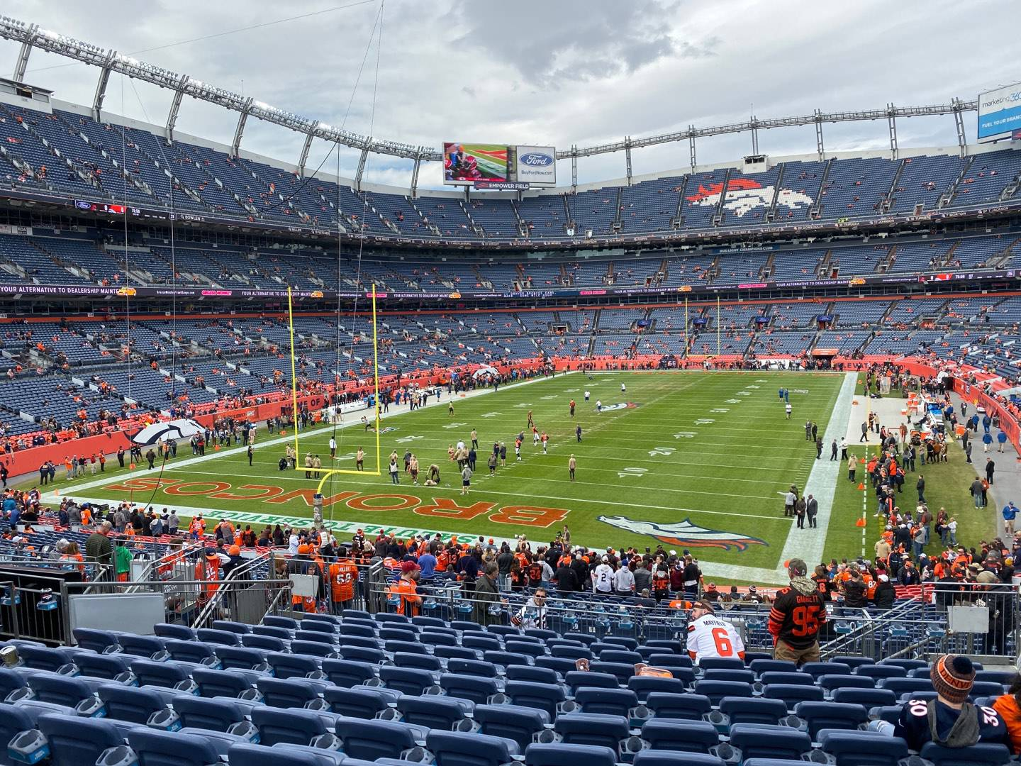 Empower Field at Mile High Stadium Section 130 Rangée 37 Siège 7