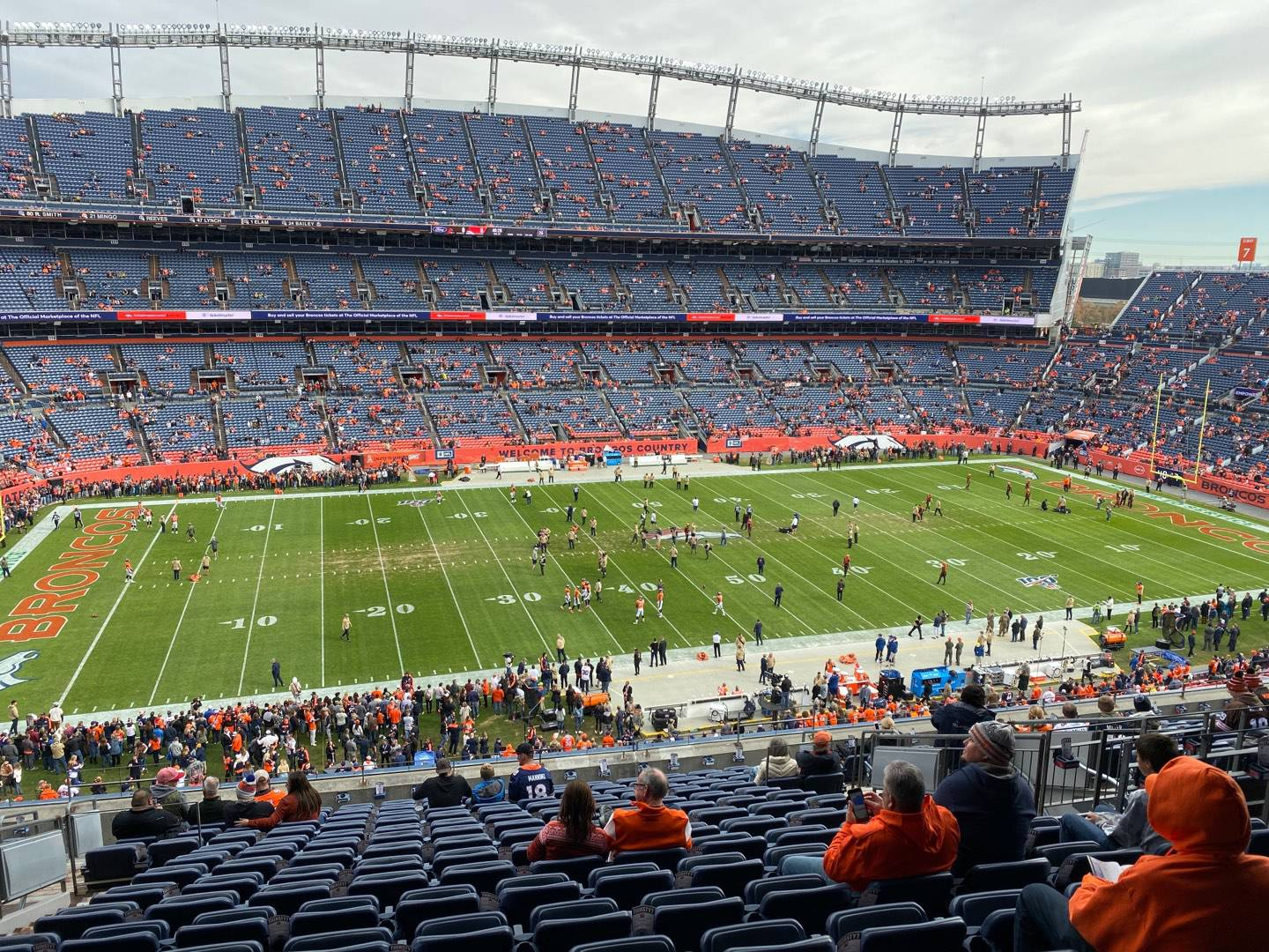 Empower Field at Mile High Stadium Section 312 Rangée 16 Siège 10