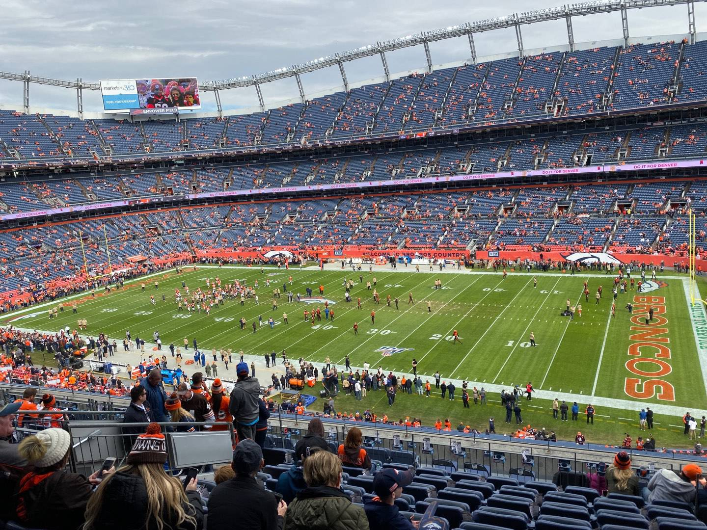 Empower Field at Mile High Stadium Section 304 Rangée 13 Siège 5