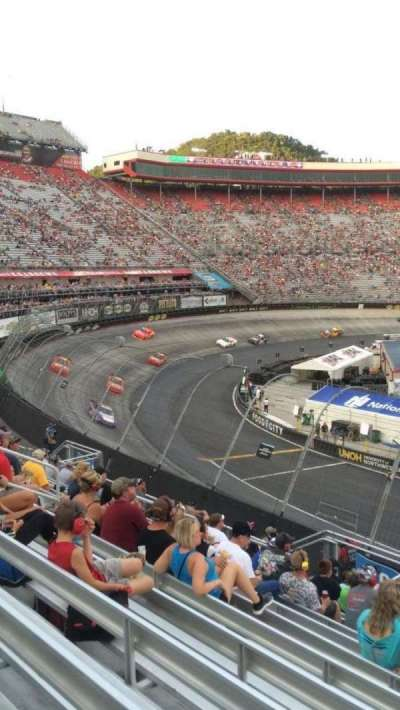Bristol Motor Speedway, section: Richard Petty, rangée: 22, siège: 4