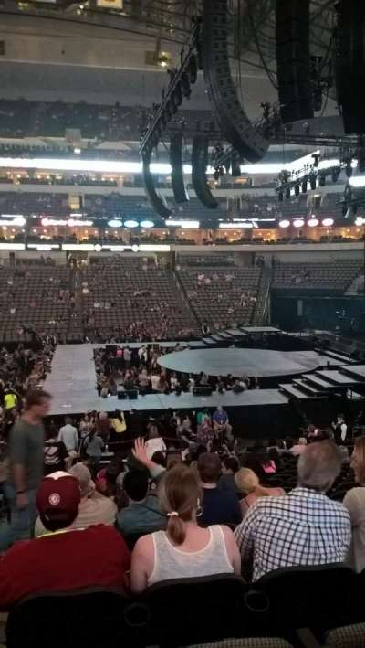American Airlines Center, section: 105, rangée: U, siège: 18