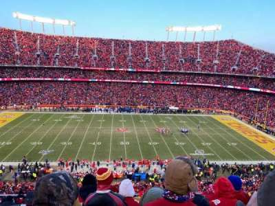 Arrowhead Stadium, section: 324, rangée: 12, siège: 2
