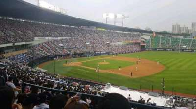Jamsil Baseball Stadium, section: 306, rangée: 4, siège: 46