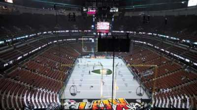 Honda Center, section: 423, rangée: M, siège: 8