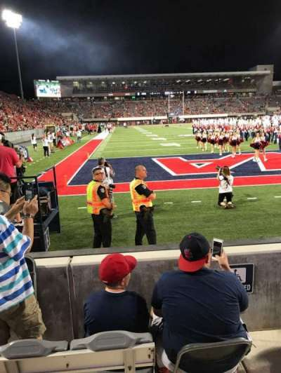 Arizona Stadium, section: 13, rangée: 2, siège: 27