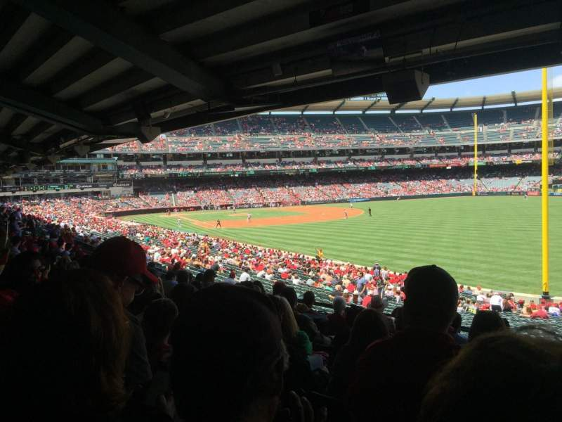 Angel Stadium, section: T230, rangée: J, siège: 18