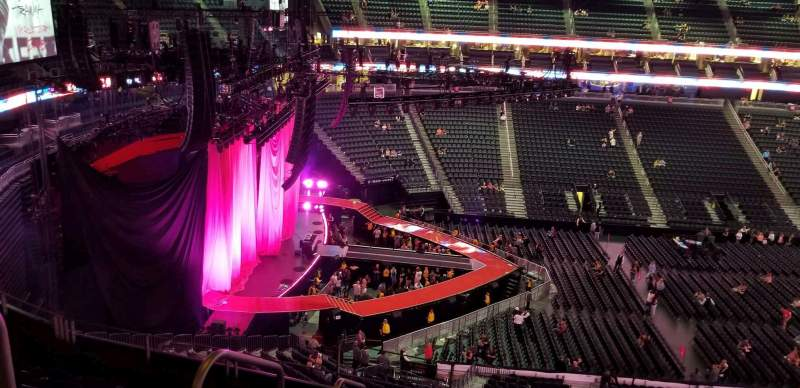 T-Mobile Arena, section: 203, rangée: g, siège: 2