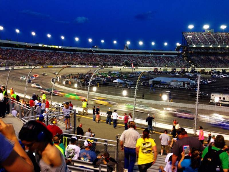 Vue de la place pour Richmond International Raceway Section Henrico ZZ Rangée 17 Siège 1