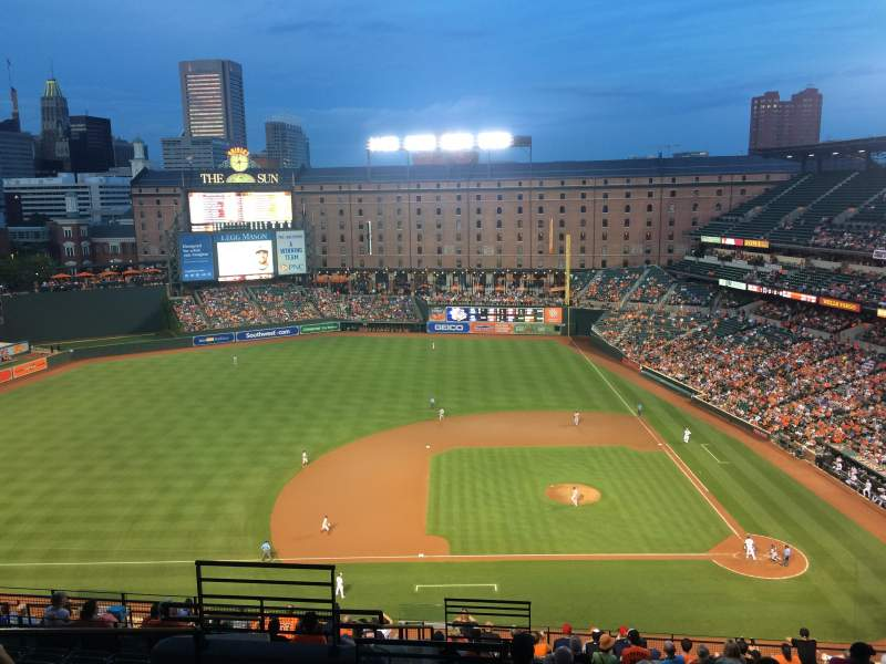 Oriole Park at Camden Yards, section: 352, rangée: 18