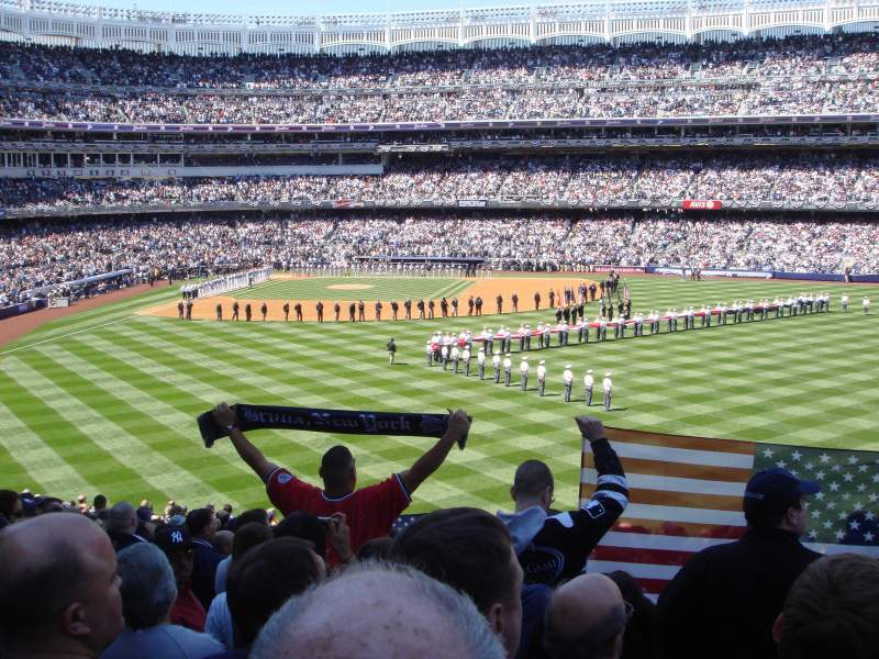 Yankee Stadium, section: 203, rangée: 23
