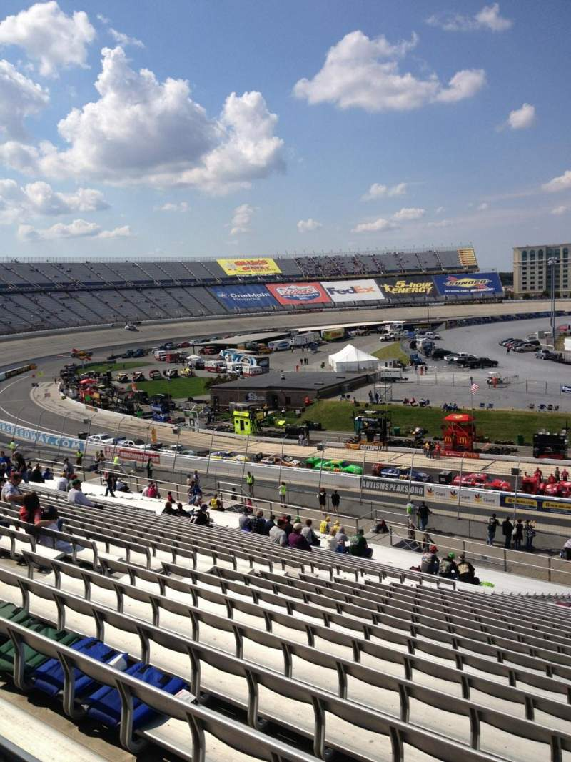 Vue de la place pour Dover International Speedway Section 107 Rangée 45 Siège 8