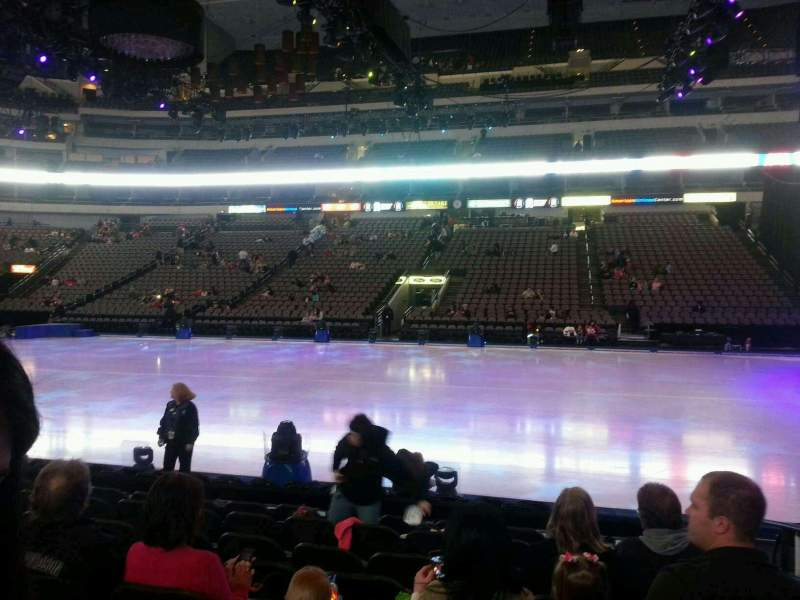 American Airlines Center, section: 106, rangée: h, siège: 2