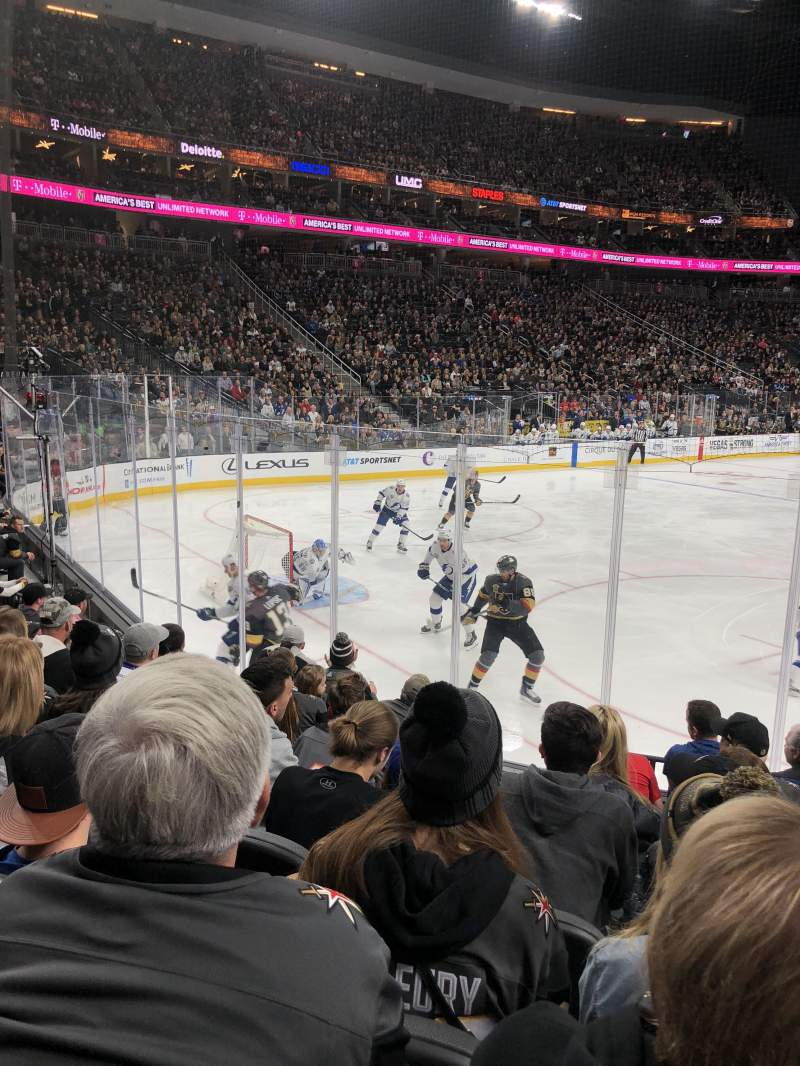 T-Mobile Arena, section: 12, rangée: G, siège: 10