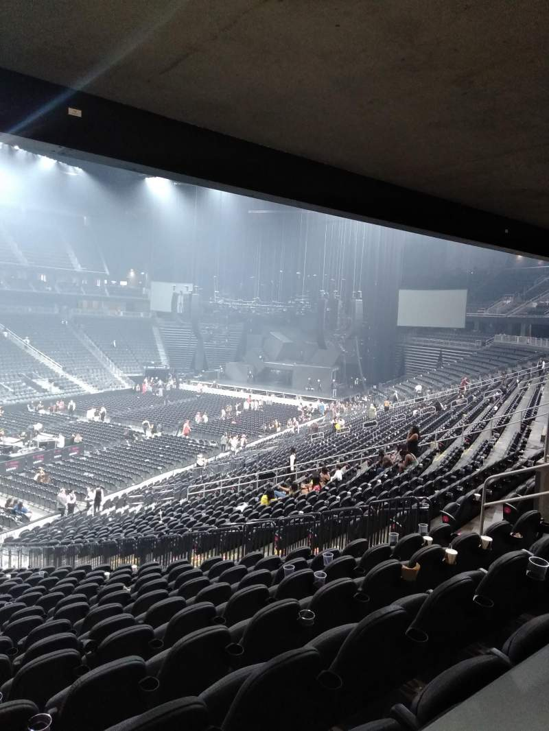 Vue de la place pour T-Mobile Arena Section 13 Rangée Table 3 Siège Box Seat