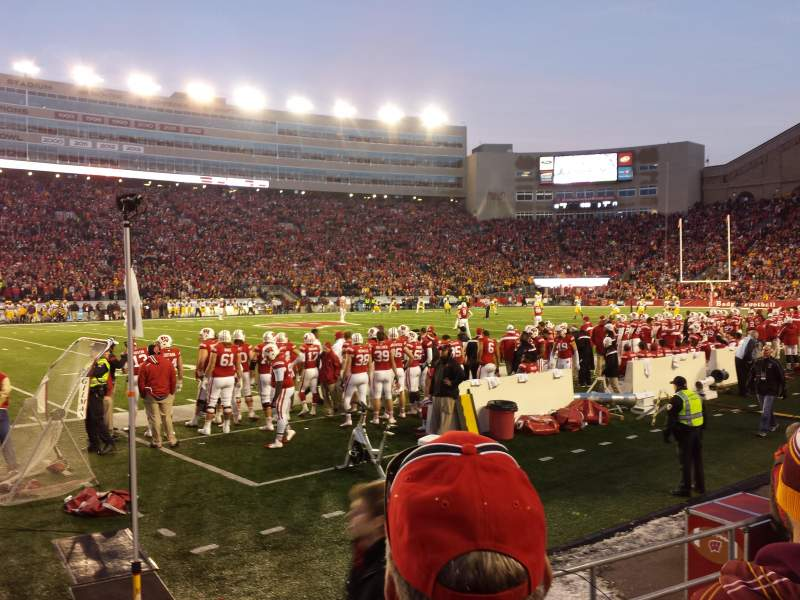 Camp Randall Stadium, section: g, rangée: 7, siège: 15