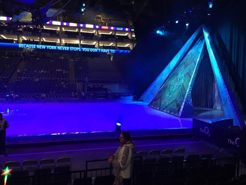 The O2 Arena, section: 111, rangée: F, siège: 359