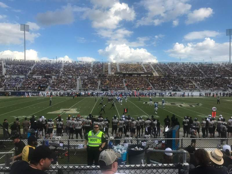 Spectrum Stadium, section: 111, rangée: 7, siège: 17