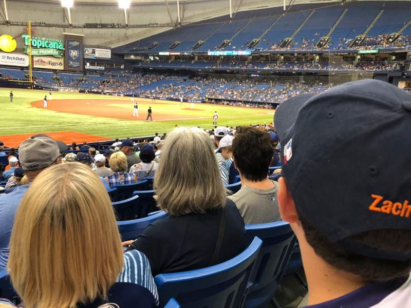 Tropicana Field, section: 127, rangée: V, siège: 1