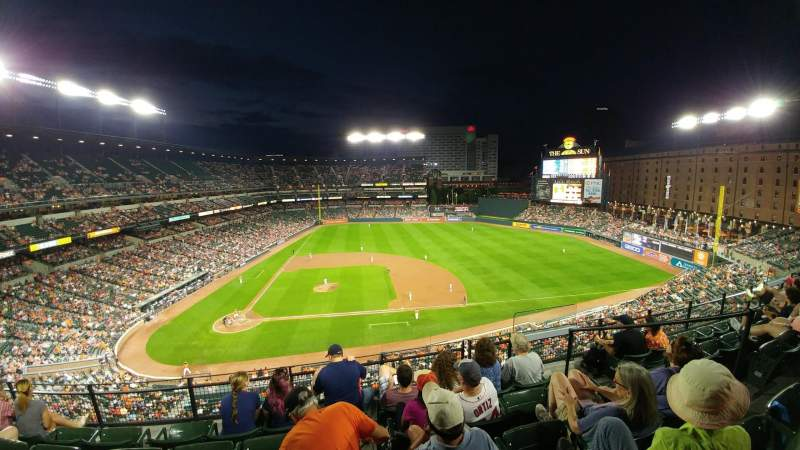 Oriole Park at Camden Yards, section: 324, rangée: 5, siège: 5