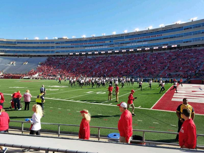 Camp Randall Stadium, section: B, rangée: 9, siège: 5