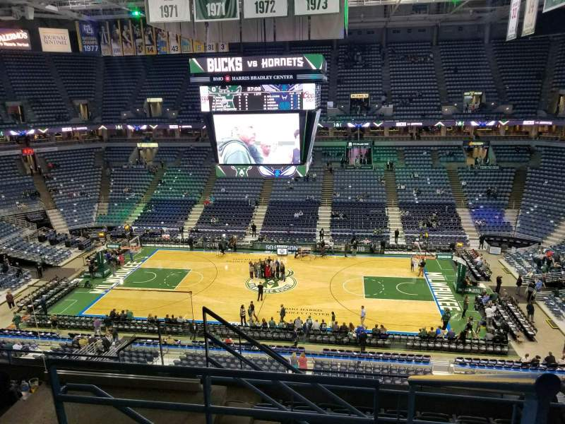 BMO Harris Bradley Center, section: 421, rangée: H, siège: 11