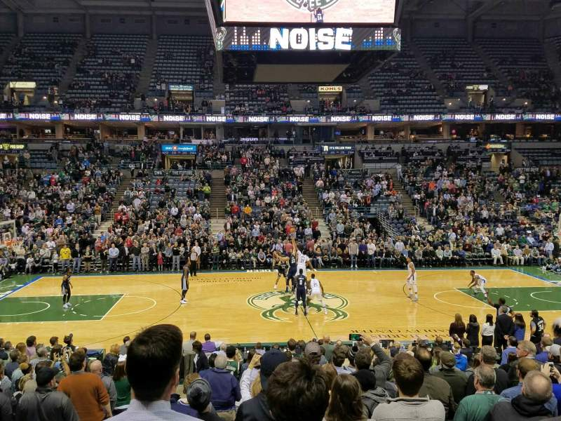 BMO Harris Bradley Center, section: 200, rangée: Q, siège: 13
