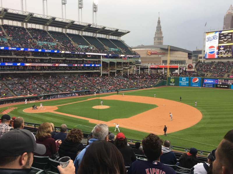 Progressive Field, section: 336, rangée: J, siège: 1