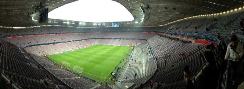 Vue de la place pour Allianz Arena Section 345 Rangée 1