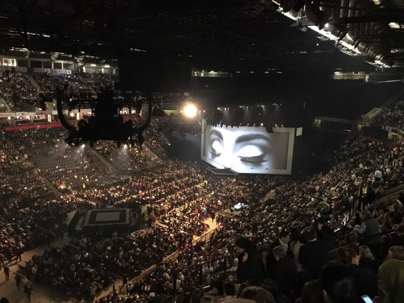 Manchester Arena, section: 211, rangée: M, siège: 20
