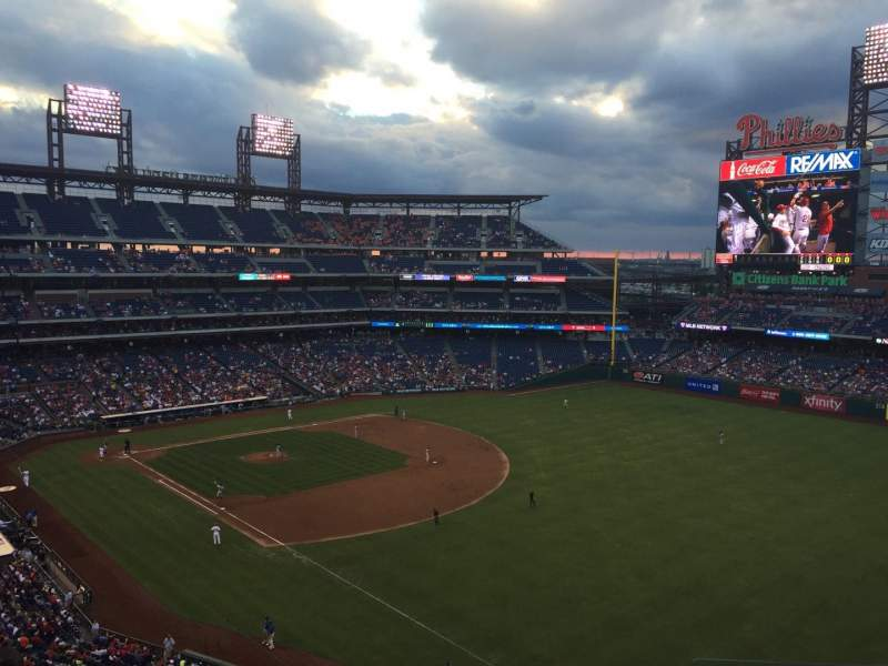 Citizens Bank Park, section: 309, rangée: 6, siège: 3