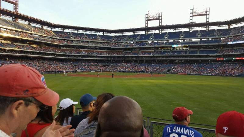 Citizens Bank Park, section: 102, rangée: 4, siège: 3