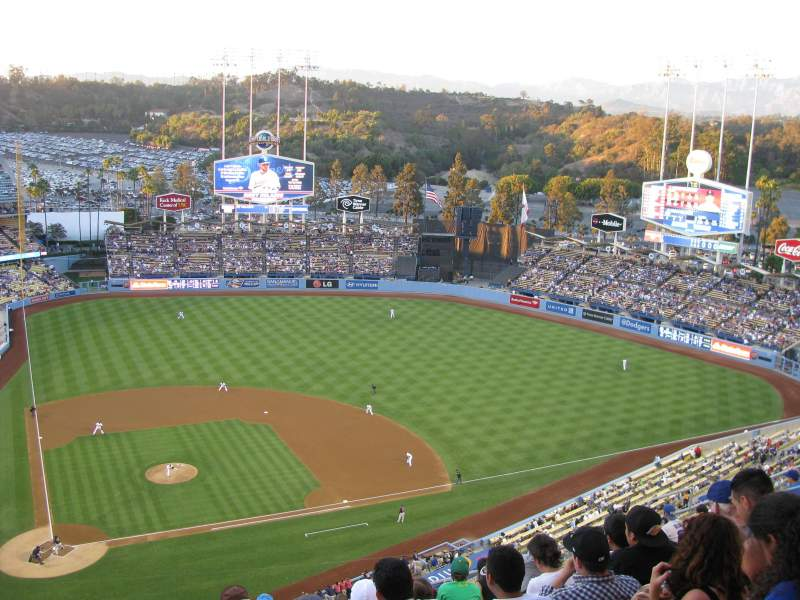 Dodger Stadium, section: 10TD, rangée: M, siège: 2