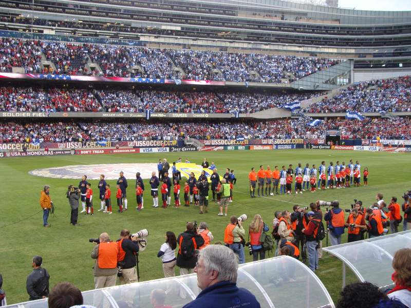 Soldier Field, section: 140, rangée: 4, siège: 7